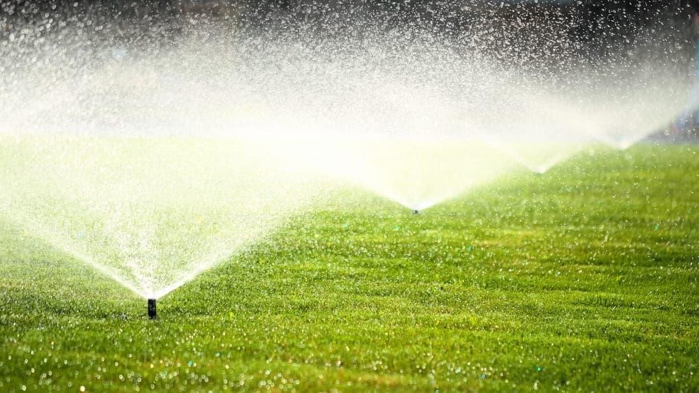 Sprinklers on grass - Single Valves & Manifolds